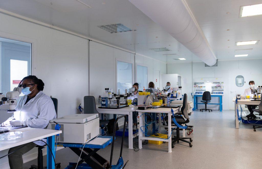 sct ceramics salle blanche contrôle pièces pour dispositif médical implantable actif aimd