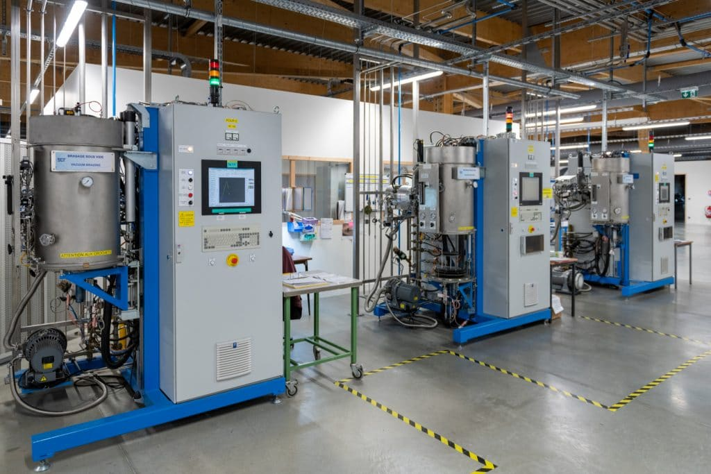 Vaccuum brazing furnaces dedicated to biocompatible assemblies